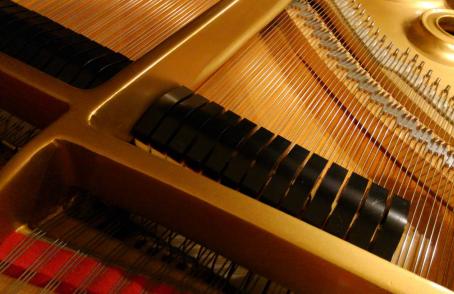 グランドピアノのダンパー調整