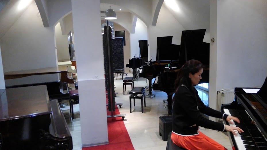 スタインウェイハウスにて、グランドピアノの試奏