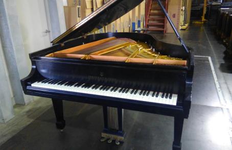 スタインウェイ・グランドピアノM型の入荷