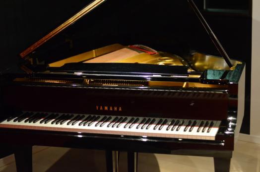 ヤマハ中古グランドピアノ コンプリートピアノ