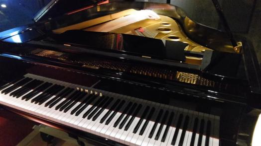 グランドピアノ中古・ヤマハ