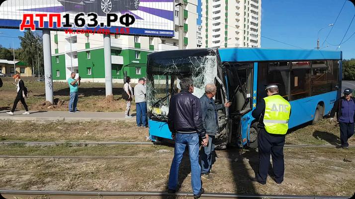 Водитель автобуса уснул за рулем?