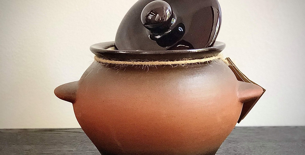 Rustic small pot with lid