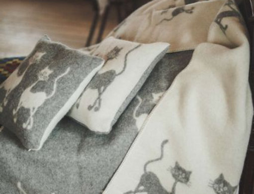 KAKIS Woollen Throw Blanket
