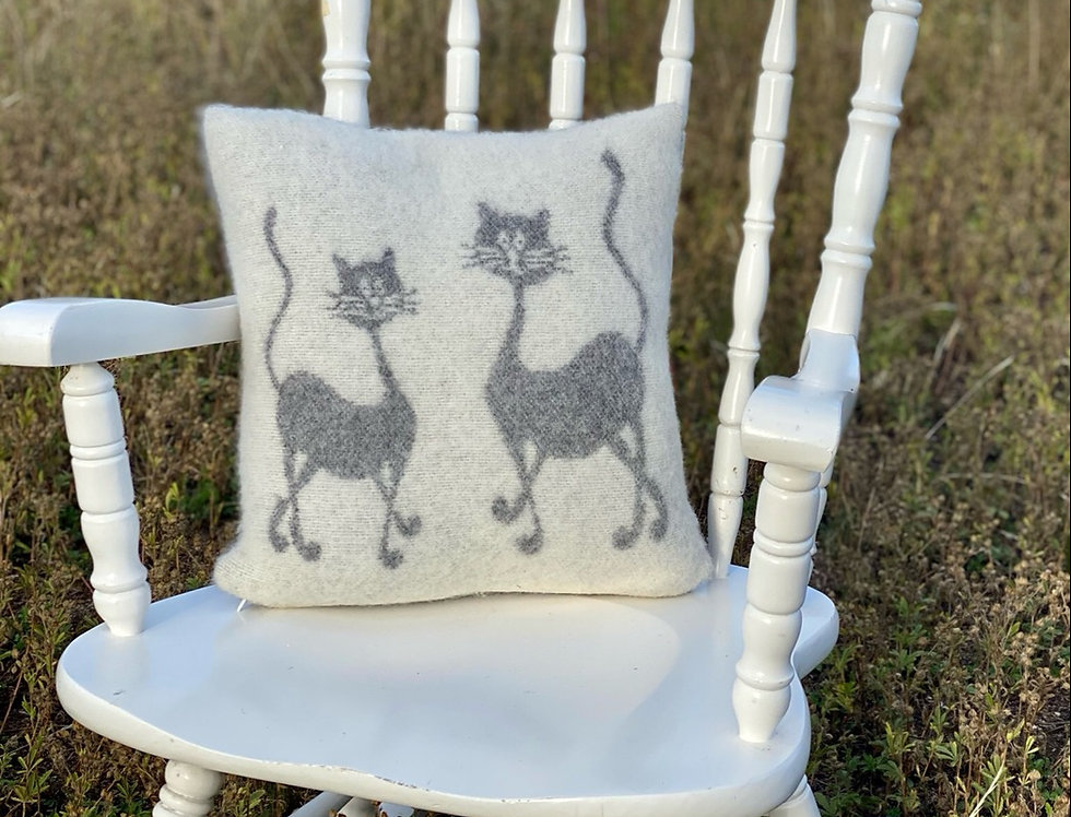 KAKIS Woollen Cushion