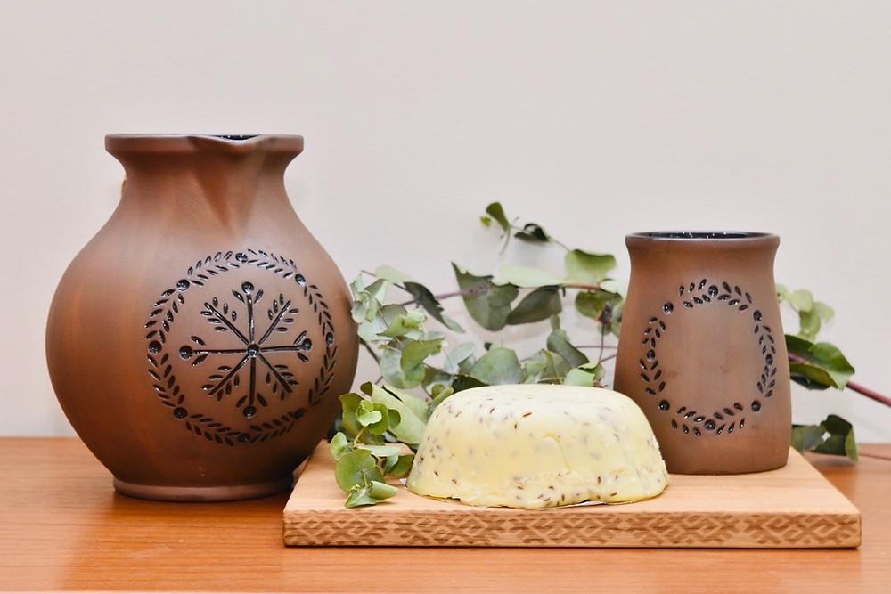 Jānu cheese, traditional beer jug and mug