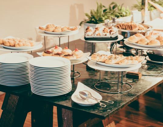 catering-buffet_74190-3789.jpg