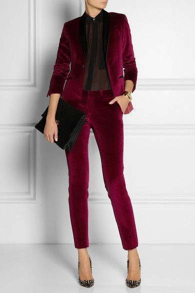 Velvet is one of the most popular materials this Autumn Winter 2016-2017, that is a fact. So give your outfit a luxurious touch by adding some velvet! It is undoubtedly one of the season's hottest trends. With gorgeous options hitting stores right now. Velvet is definitely going to become a must-have for everyone wanting to give a luxurious touch to an outfit.  The market is saturatedwith cool iterations of the rich, luxe fabric at affordable price points. You name an item, and it comes in velvet this season. Track pants, body suit, blazer, bralet? Yep, there's even a velvet version of that.