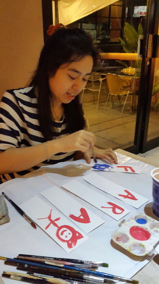 Art therapy session at a public resto