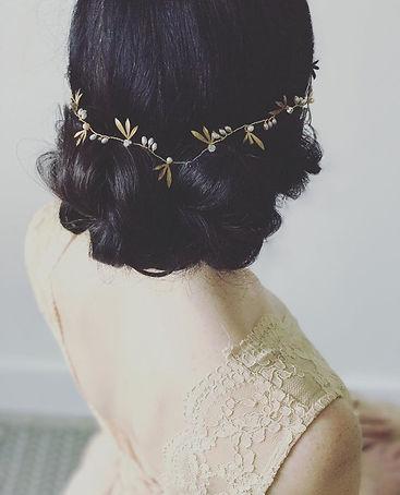 gorgeous-long-brunette-wedding-hair-style-with-headband