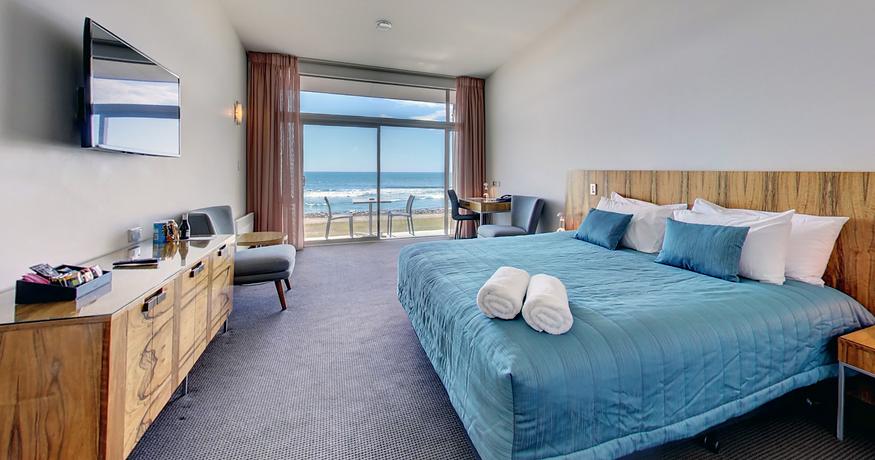 Oceanview King Room (Medium) (2).png