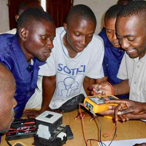 Sunbird Bioenergy apprentices learning about electric circuits
