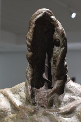 살해동기 | Motive for Murder (detail) 1991  Bronze, iron 47 x 28 x 176(h) cm
