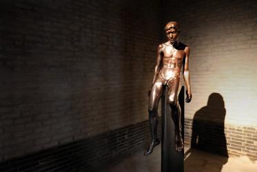 심저 | Deep Down from the Bottom 1984 Bronze 60 x 60 x 150(h) cm