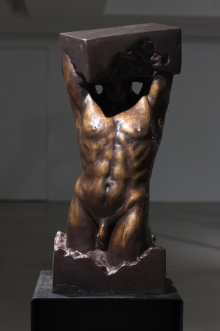 파란 I | Broken Egg I 1984 Bronze 25 x 32 x 64(h) cm