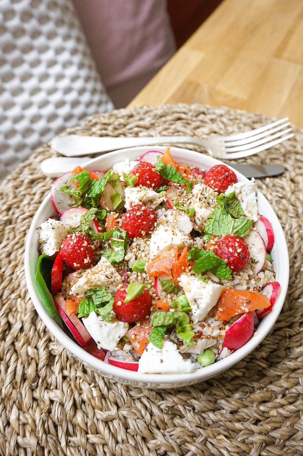 Mon healthy bowl de Printemps : framboises, saumon, mozarella