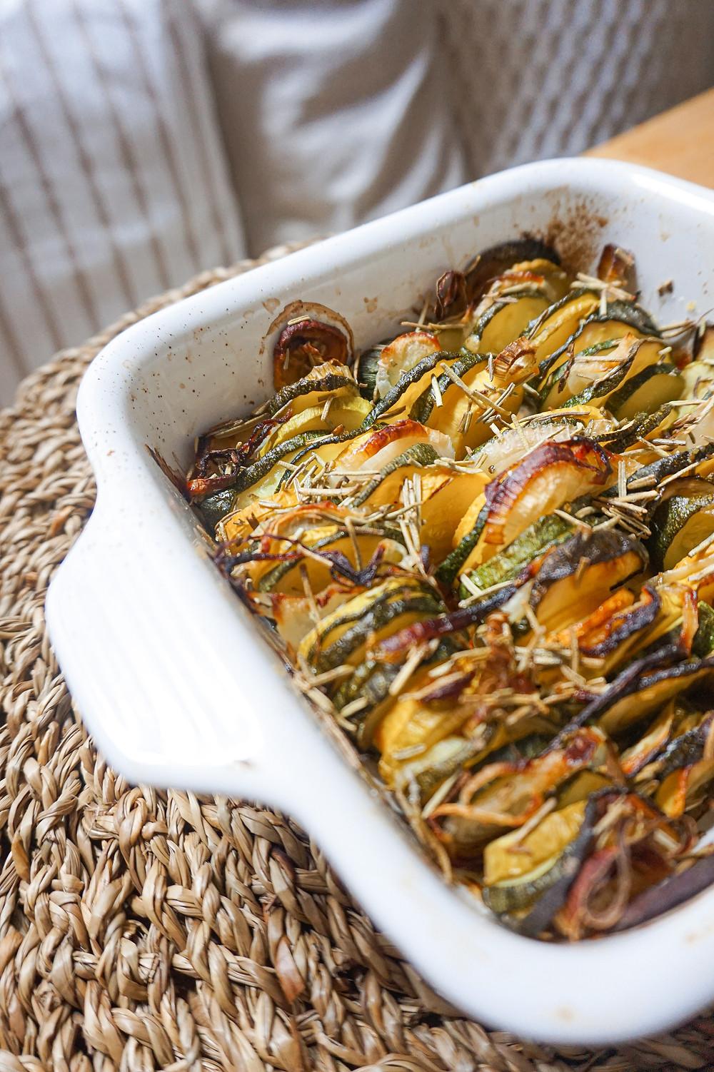 tian de courgettes, oignon nouveau & romarin