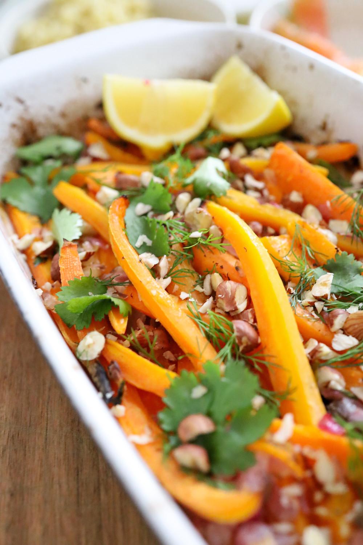 Mes carottes rôties aux noisettes concassées & sauce au SKYR à l'aneth