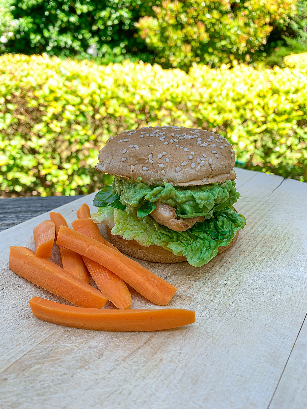 Burger healthy au poulet et avocat