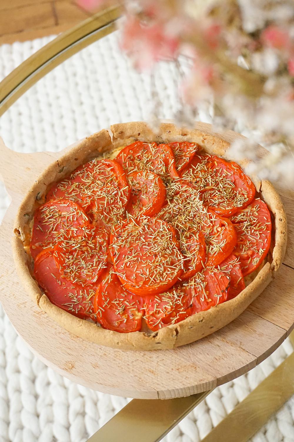 tarte aux tomates, romarin, moutarde de Dijon et comté