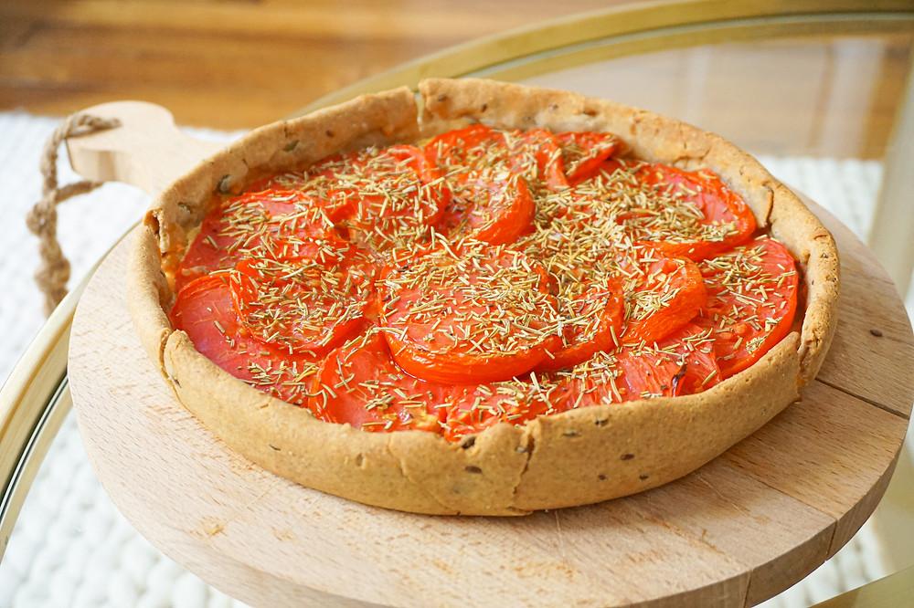 Tarte aux tomates, comté, romarin et moutarde de Dijon