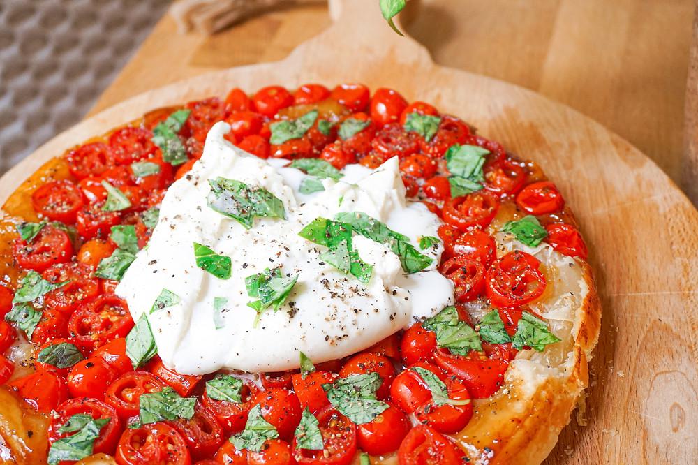 Ma tatin aux tomates cerises, burrata & basilic