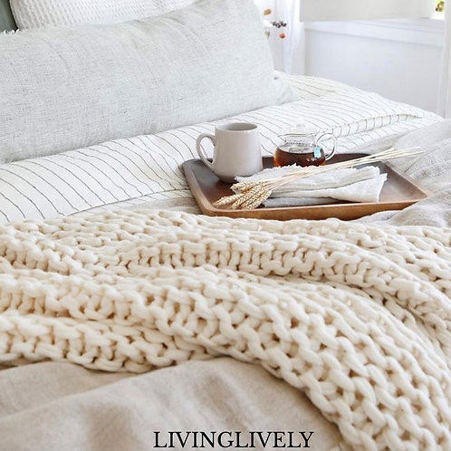 IVORY HAND KNIT CHUNKY THROW