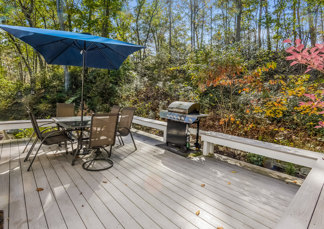 Deck with built in seating