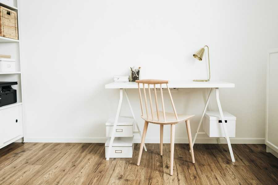 minimalist small office without clutter