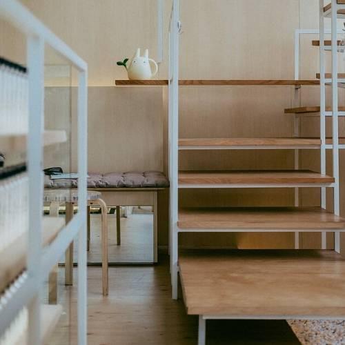 minimalist japanese stairs