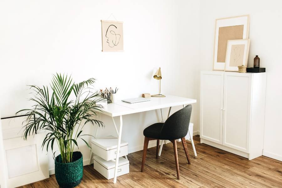 minimalist home office declutter and decoration