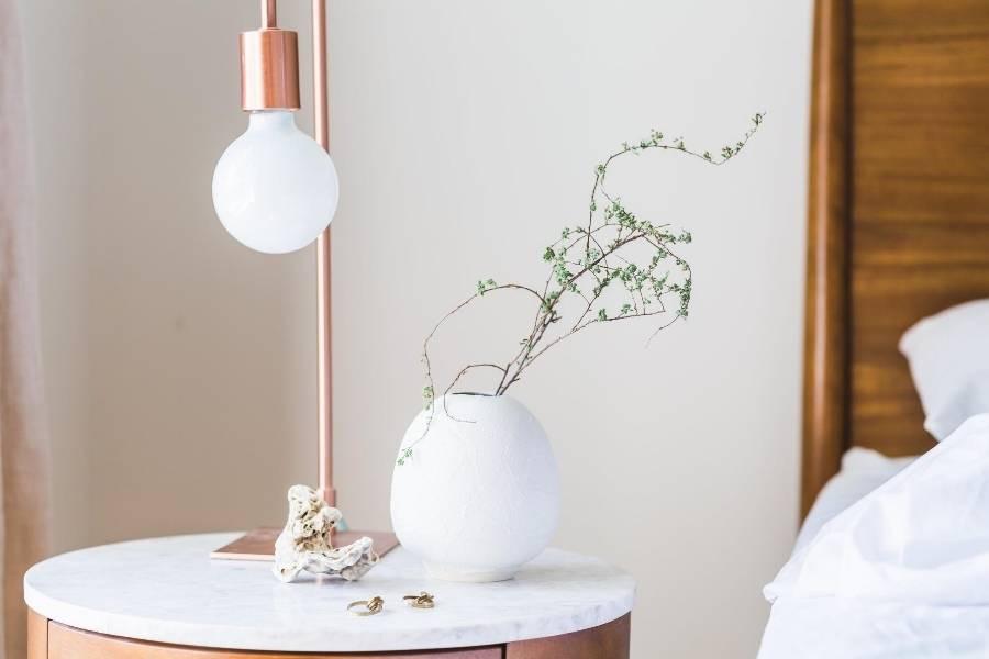 decoracion de dormitorio con lamparas de diseño