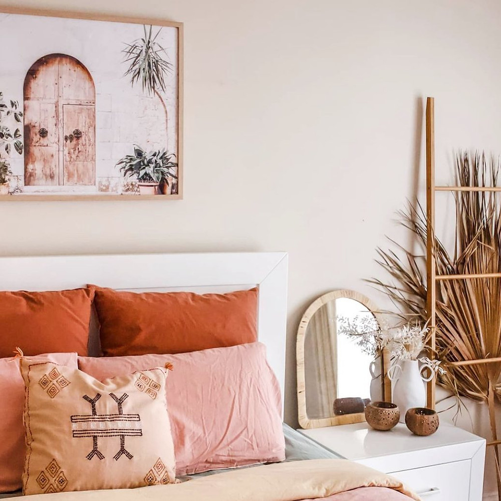 bohemian minimalist bedroom pink and red