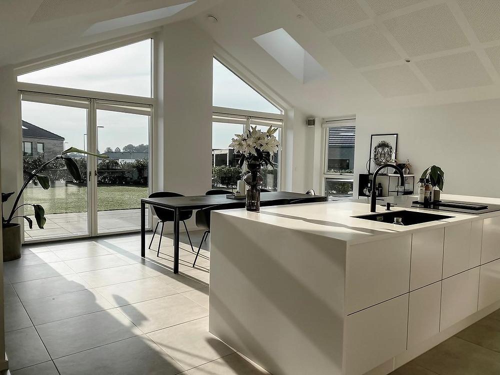 minimalist kitchen and dining room