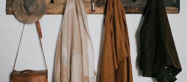 Opciones para acomodar la ropa sin percheros ni doblados
