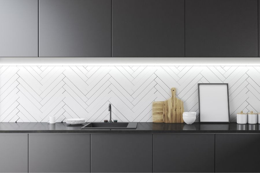 minimalist kitchen zigzag white backsplash