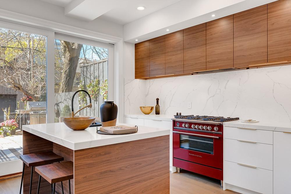 minimalist kitchen with marble backsplash