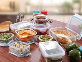 ¿Cuándo debes tirar tus recipientes de alimento de plástico?
