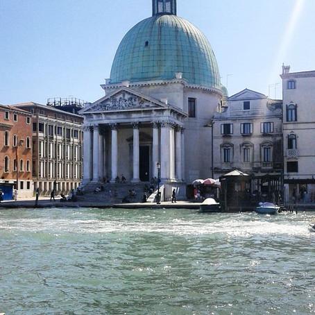 Persa tra le calle di Venezia