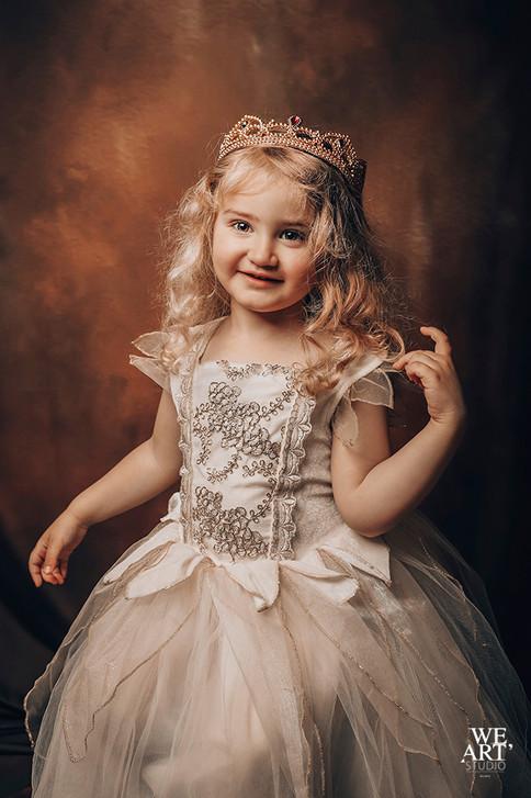 studio blois 41 photographe loir et cher photo portrait enfant princesse.jpg