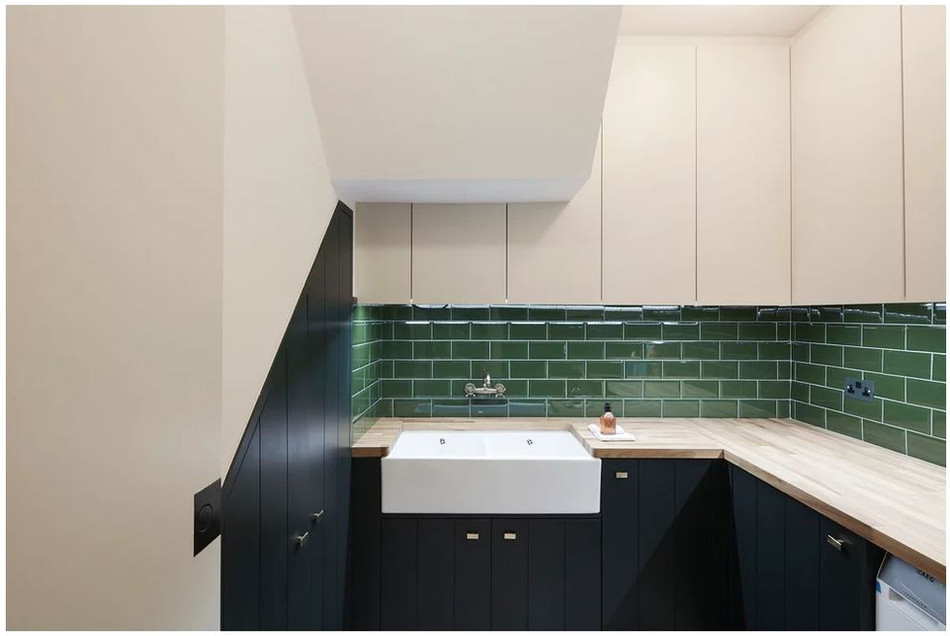 utility and green tiles.JPG