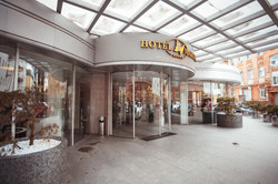 Central entrance Hotel Marton Palace