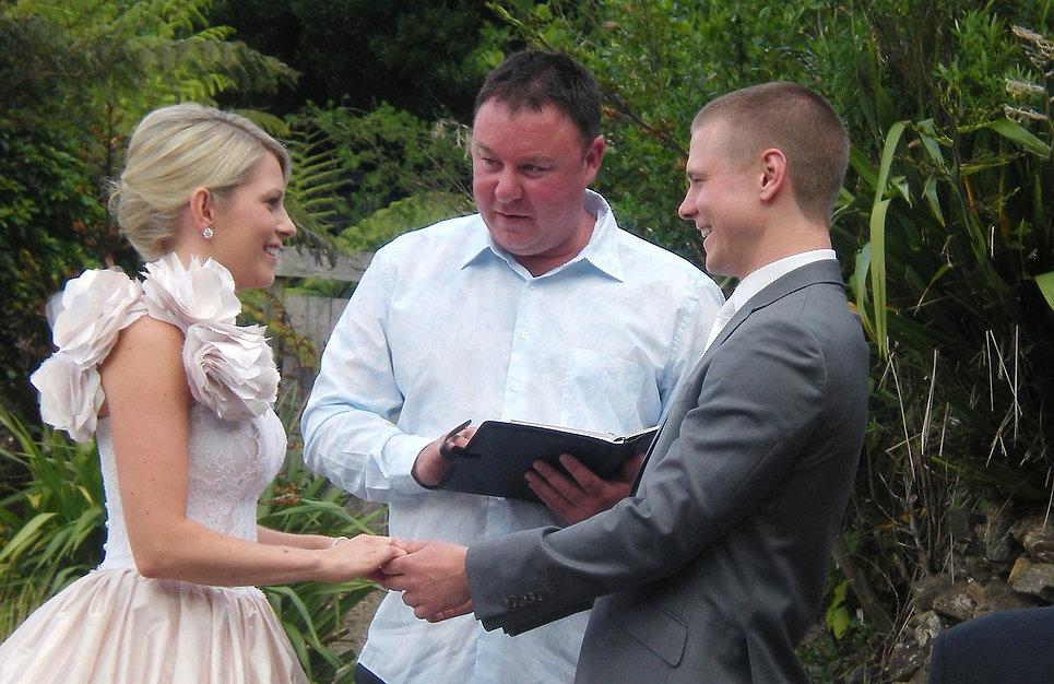Wedding of Carissa and Simon with Marriage Celebrant Glen Jones