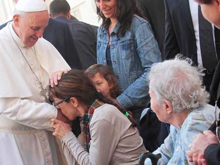 Papa Francisco critica la falsa compasión de la eutanasia.