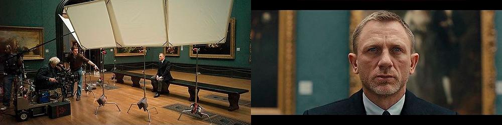À esquerda o set com equipamentos de luz e gravação no filme Skyfall, cena gravada no Museu do Louvre. À direita Daniel Craig enquadrado ao centro com pinturas sem foco ao fundo da cena.
