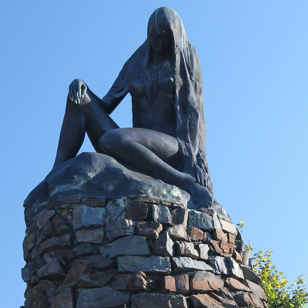 The statue of Lorelei at Sankt Goarshausen