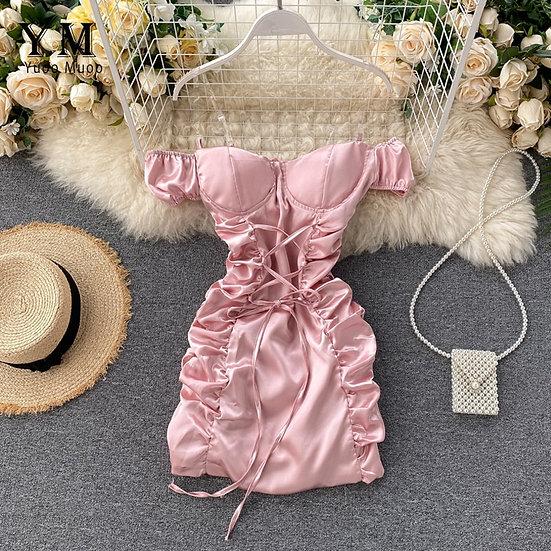 Kleid geschnürt