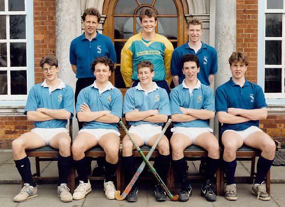 schoolhockeysixes1990.jpg