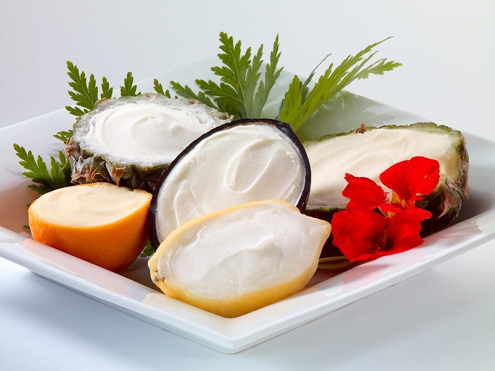 Sorbet in bowls made of fruit.