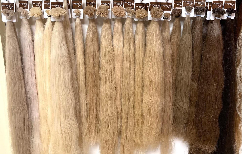 velký výběr vlasů přímo na saloně